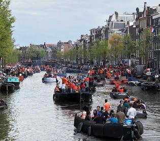 オランダで最も盛り上がるお祭り!国王の誕生日「キングスデー」
