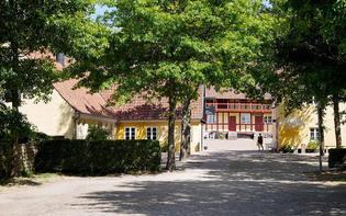 【デンマーク】フィヨルド沿いの小さな街Mariager。黄色い壁の家々に、おだやかな海。夏の町歩きにおすすめ!