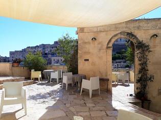 【宿泊レポート】洞窟住居の町「マテーラ」ならではの、魅惑的な洞窟ホテルを紹介