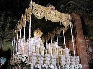 スペイン中が美しいマリア像とともにキリストの死を悼む「セマナサンタ」