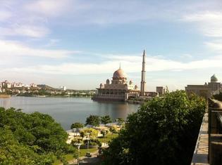 【マレーシア】プトラジャヤの湖でクルージングはいかが?