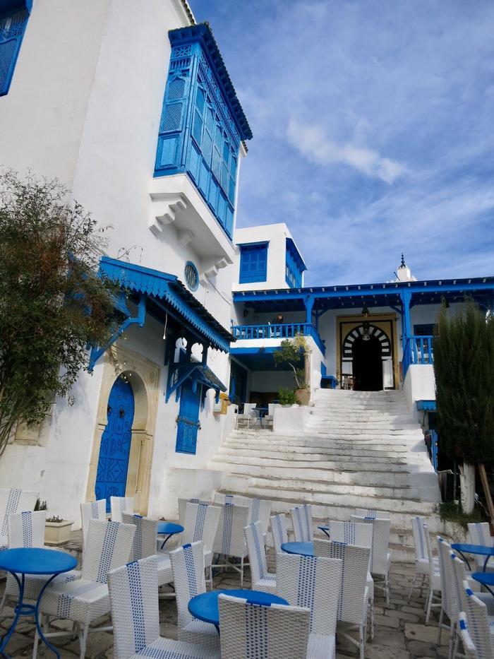 チュニジアンブルーとフレンチアラビアンな町並み 「日の没する ...