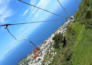 ~美しいリゾート地イタリア・カプリ島~ 青の洞窟とセットで楽しみたい、絶景のソラーロ山へ!