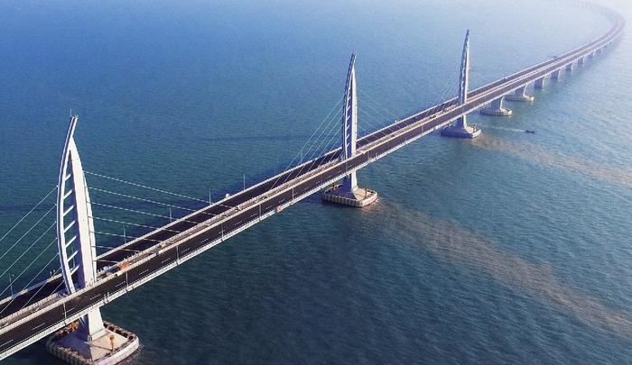 Travel_to_Macao_in_style_on_the_world_s_longest_sea-bridge_crossing!2.jpg