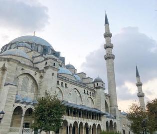 設計はトルコ史上最高の建築家!イスタンブール旧市街に残るモスク3選