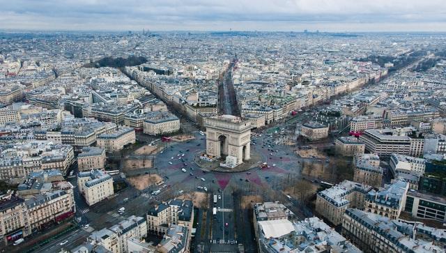フランスで英語は通じる?パリ市内中心部ならほぼ通じます!   たびこふれ