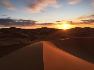 【持ち物は?観光は?】サハラ砂漠でラクダに乗って朝日鑑賞!