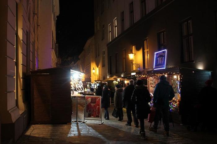 Austria_XmasMarketNight_10.jpg