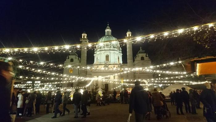 Austria_XmasMarketNight_11.jpg