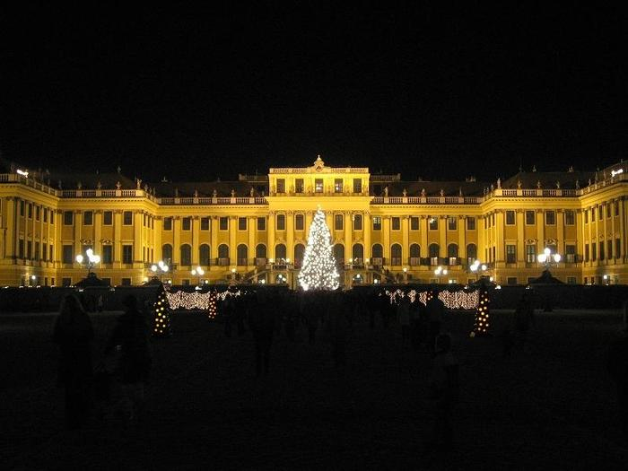 Austria_XmasMarketNight_12.jpg