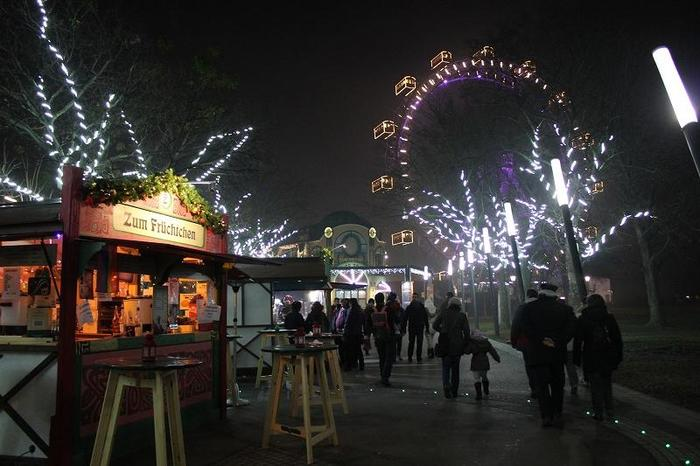 Austria_XmasMarketNight_13.jpg