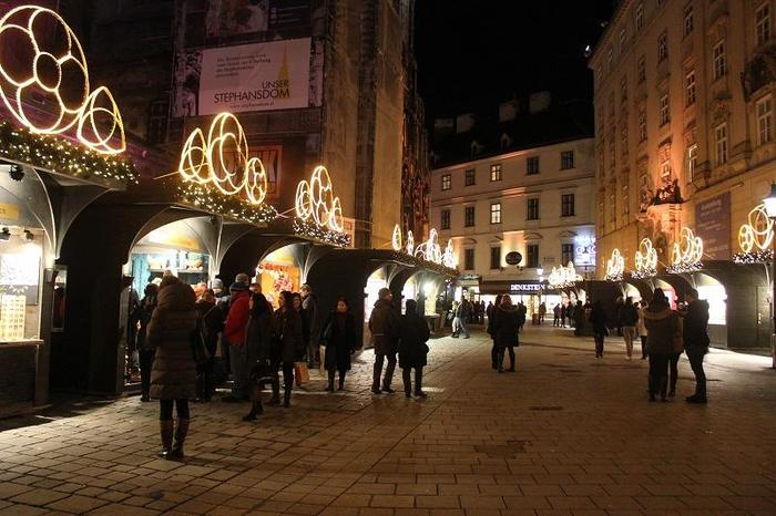 Austria_XmasMarketNight_3.jpgのサムネイル画像