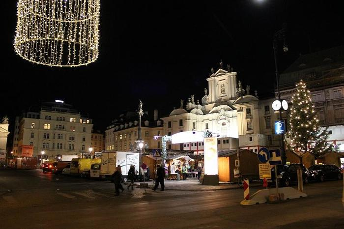 Austria_XmasMarketNight_6.jpg