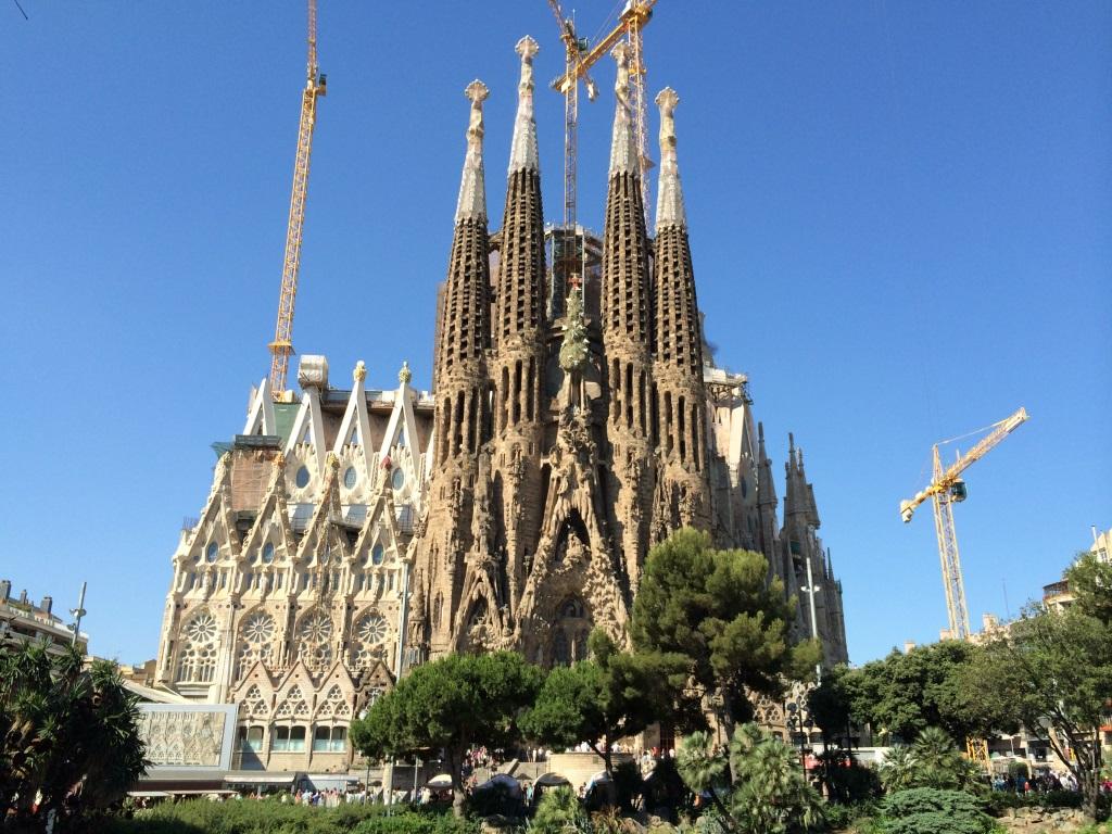スペイン サグラダ ファミリア 今も建設が続く祈りの聖堂 たび