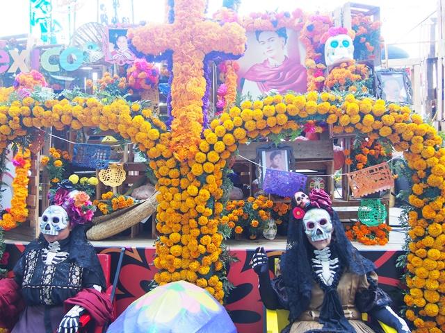 映画「007」発!メキシコ「死者の日」パレード | たびこふれ
