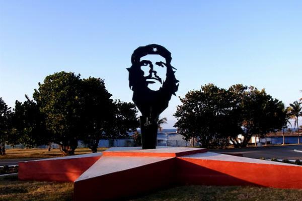 世界一かっこいいイケメン革命家!キューバ国民にチェ・ゲバラが愛さ ...