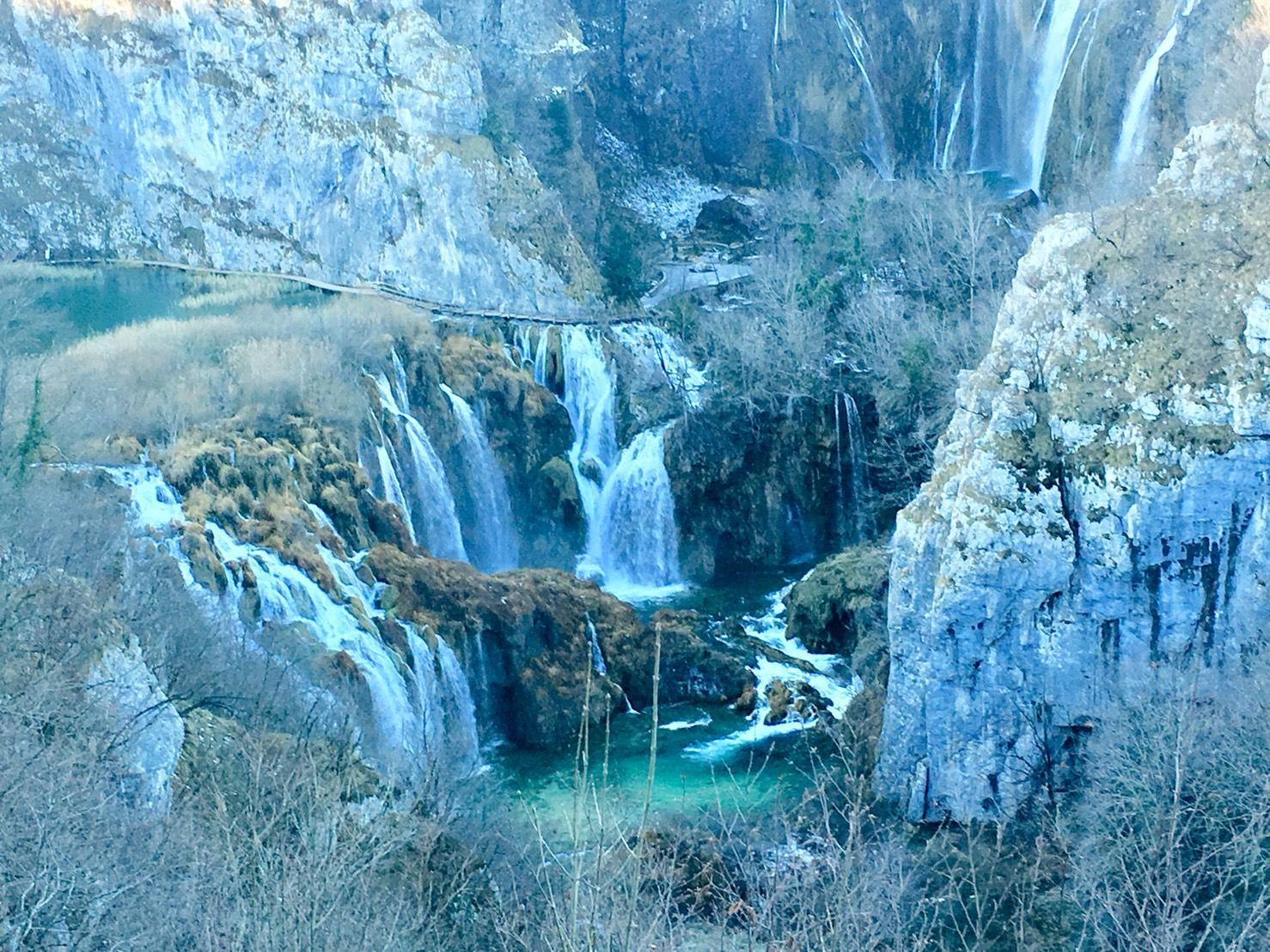 絶景!冬のプリトヴィツェ湖群国立公園に行ってきました ...