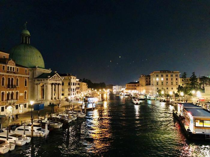 ローマ フィレンツェ ヴェネツィアの夜景を巡る旅 幻想的な街並みを見に散歩してきました たびこふれ