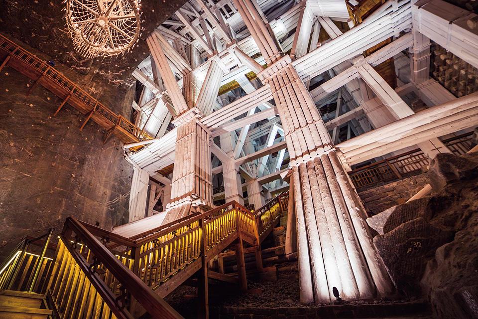 ただの採掘坑だった『ヴィエリチカ岩塩坑』を絢爛な礼拝堂へと変貌させ ...