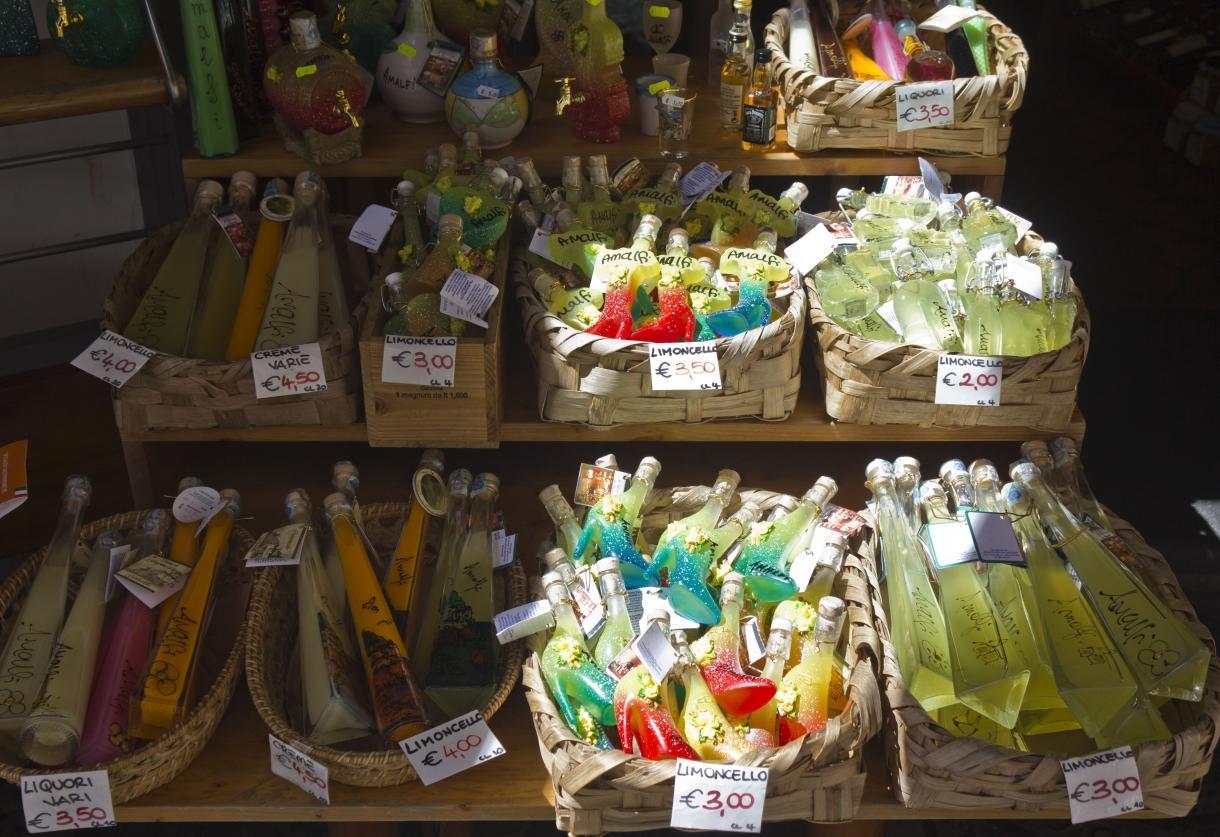 Italyii sud italia souvenir adobestock